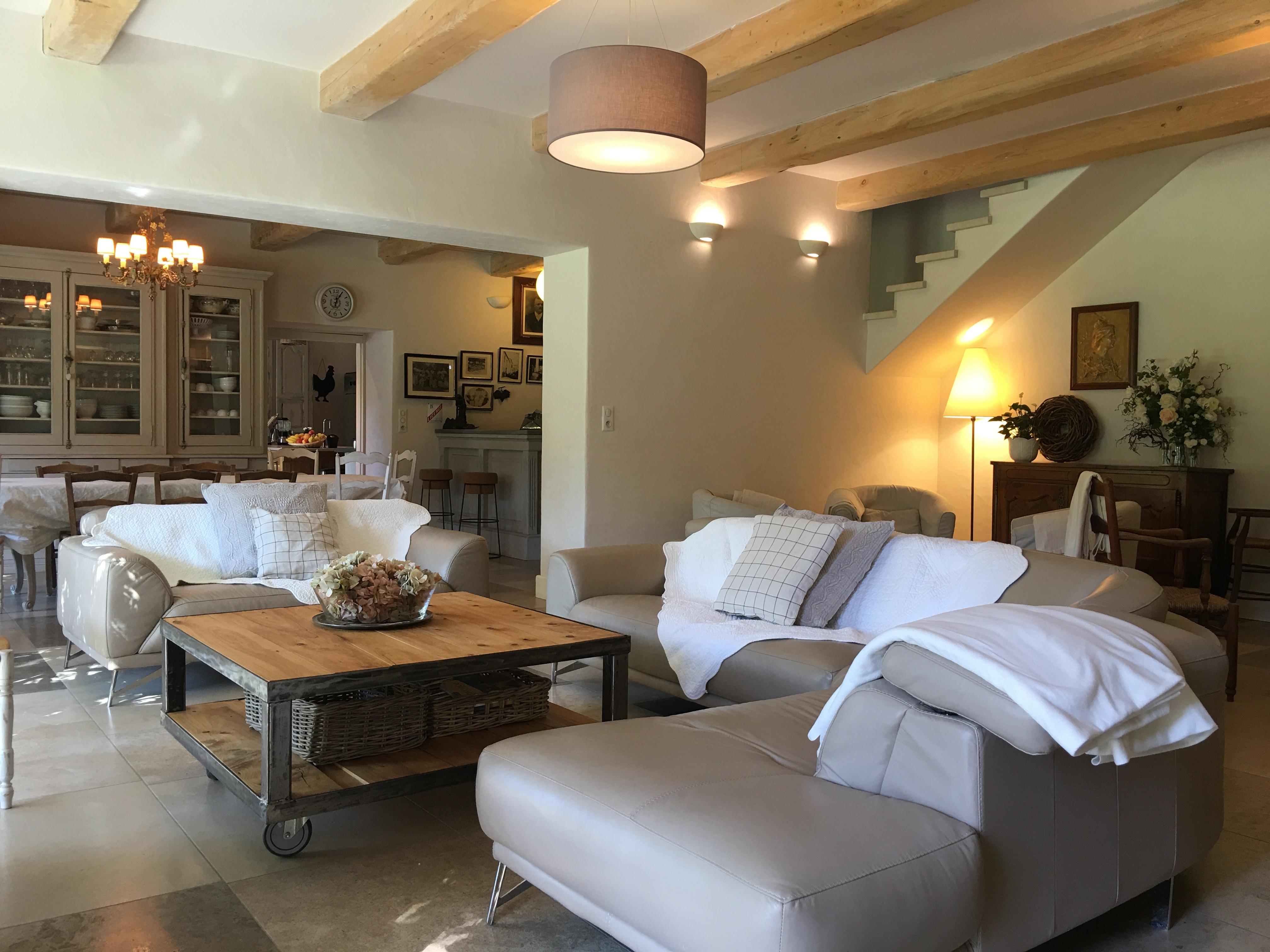 Foyer Jeune Salon De Provence : Id�al pour se ressourcer en provence mas des pampres